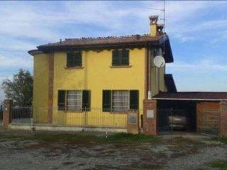 Foto 1 di Villa Località Bassano Sotto, Rivergaro