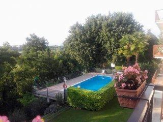 Foto 1 di Trilocale via Forte Villa, Peschiera Del Garda