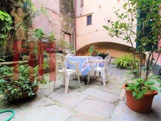 Foto 1 di Appartamento via Cairoli, Genova (zona Centro, Centro Storico)