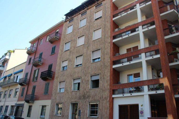 Foto 1 di Bilocale via Alpignano  12, Torino (zona Cit Turin, San Donato, Campidoglio)