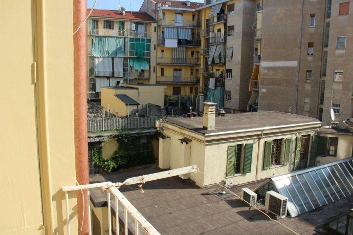 Foto 3 di Bilocale via Alpignano  12, Torino (zona Cit Turin, San Donato, Campidoglio)