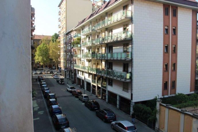 Foto 4 di Bilocale via Alpignano  12, Torino (zona Cit Turin, San Donato, Campidoglio)