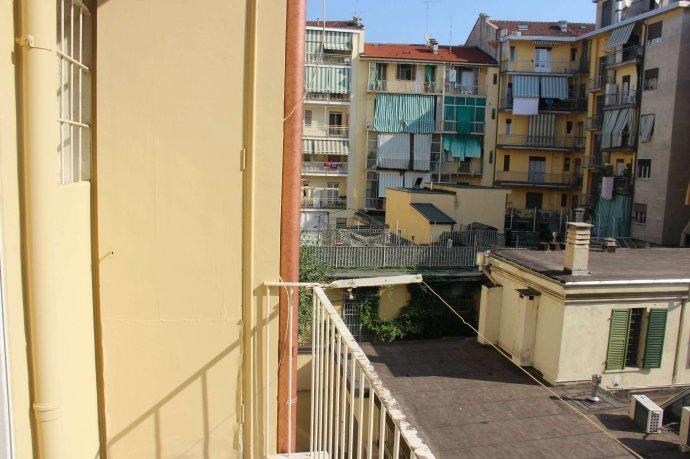 Foto 14 di Bilocale via Alpignano  12, Torino (zona Cit Turin, San Donato, Campidoglio)