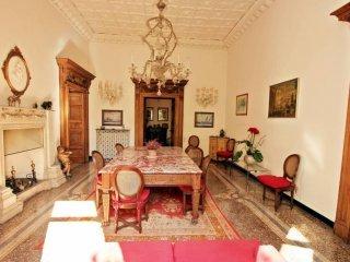 Foto 1 di Appartamento corso Carbonara, Genova