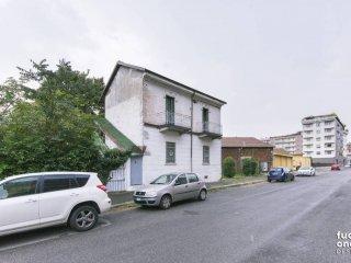 Foto 1 di Casa indipendente via Segantini, 62, Torino (zona Lucento, Vallette)