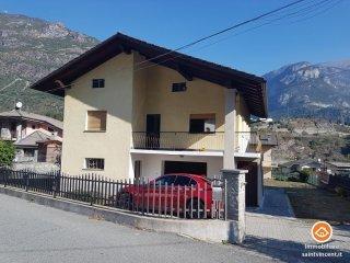 Foto 1 di Villa Località Lezin 5, Pontey