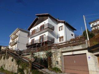 Foto 1 di Appartamento via Gaiazza, Ceranesi