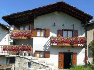 Foto 1 di Rustico / Casale Frazione Lod, frazione Lod, Antey Saint Andrè