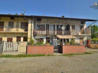 Foto 1 di Casa indipendente via Beppe Fenoglio 4, frazione Grange, Front