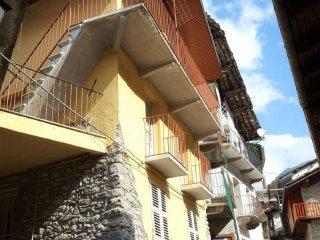 Foto 1 di Appartamento via vittorio emanuele, Ronco Canavese