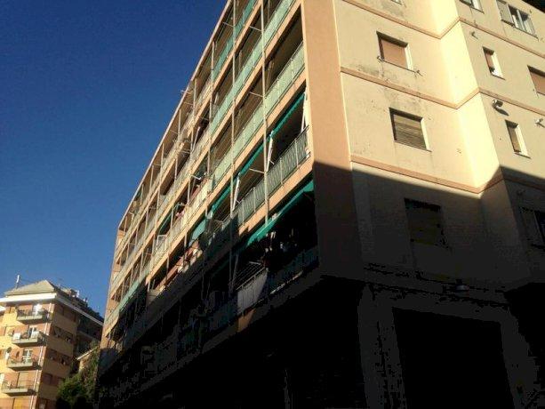 Foto 2 di Quadrilocale Genova