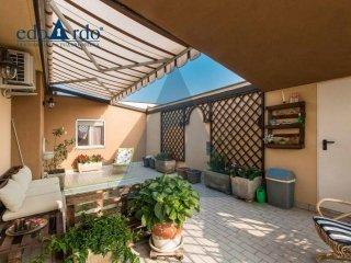 Foto 1 di Attico / Mansarda strada Carignano 38B, Moncalieri