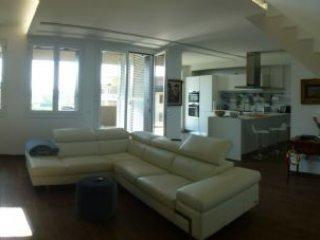 Foto 1 di Appartamento Strada Farnese, Parma