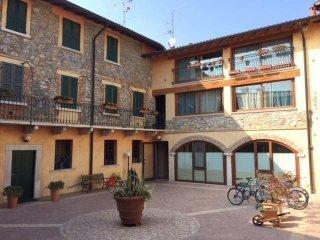 Foto 1 di Bilocale via San Martino, Manerba Del Garda