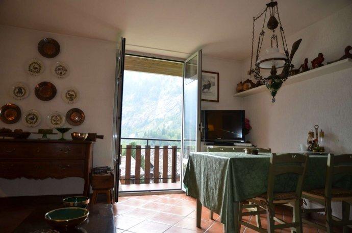 Foto 3 di Appartamento strada grand ru 4, Aosta