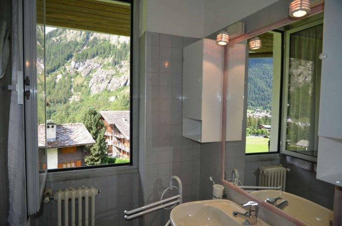 Foto 10 di Appartamento strada grand ru 4, Aosta