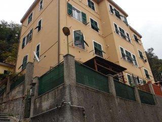 Foto 1 di Bilocale via Serro a Morego, Genova (zona Bolzaneto)