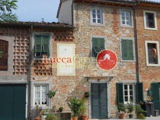 Foto 1 di Casa indipendente via di Rocchino, Lucca (zona Antraccoli - Tempagnano - SS. Annunziata)