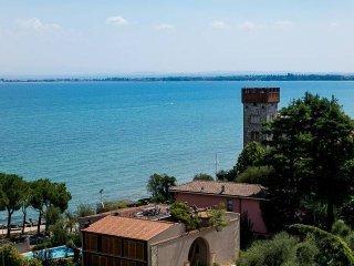 Foto 1 di Attico / Mansarda viale Tommaso dal Molin 14, Desenzano Del Garda