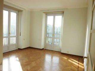 Foto 1 di Appartamento via san quintino 4, Torino (zona Centro)