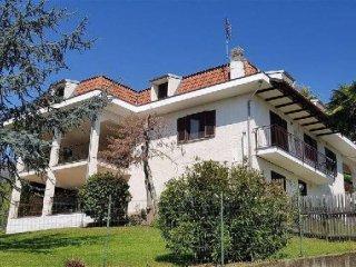 Foto 1 di Villa via frossasco, Roletto