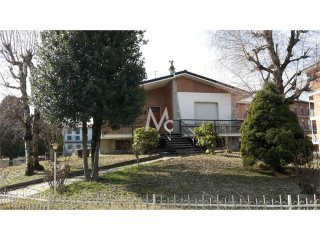 Foto 1 di Villa via canale 1, Cisterna d'Asti (AT), Cisterna D'asti