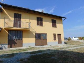 Foto 1 di Appartamento Castel Boglione