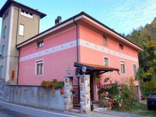 Foto 1 di Casa indipendente via Valle  15/a, Calizzano