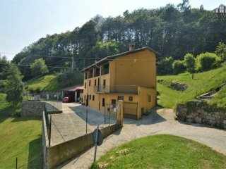 Foto 1 di Casa indipendente Regione Monti, Lugnacco