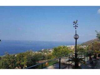 Foto 1 di Villa via Erze, 20, Genova (zona Quinto-Nervi)