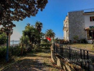 Foto 1 di Bilocale viale Villa Chiesa 38, Genova (zona Pegli)