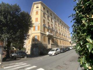 Foto 1 di Trilocale Via Arnaldo Da Brescia, Genova (zona Boccadasse-Sturla)