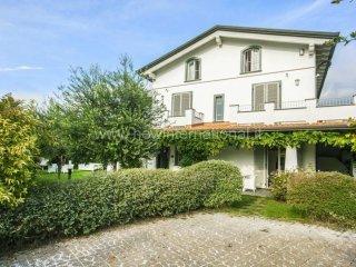 Foto 1 di Villa via Giuseppe Giusti, frazione Cinquale, Montignoso