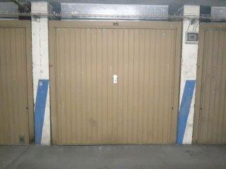 Foto 1 di Box / Garage Via Saint Martin de Corleans, Aosta