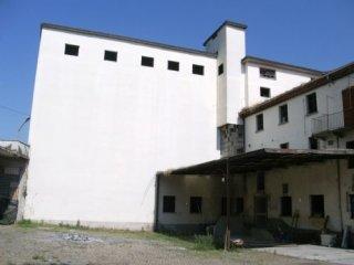 Foto 1 di Palazzo / Stabile Corso Volpini 78, Isola D'asti