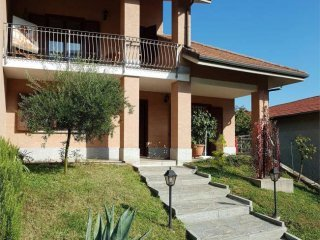 Foto 1 di Villa via teologo Pietro prato, Val Della Torre