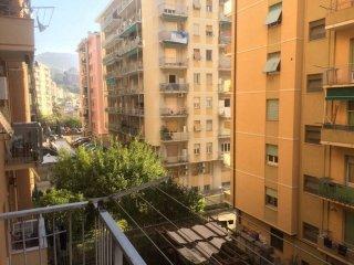Foto 1 di Bilocale viale Bracelli, Genova (zona Marassi-Staglieno)