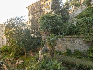 Foto 1 di Appartamento via Caffaro, 14, Genova (zona Carignano, Castelletto, Albaro, Foce)