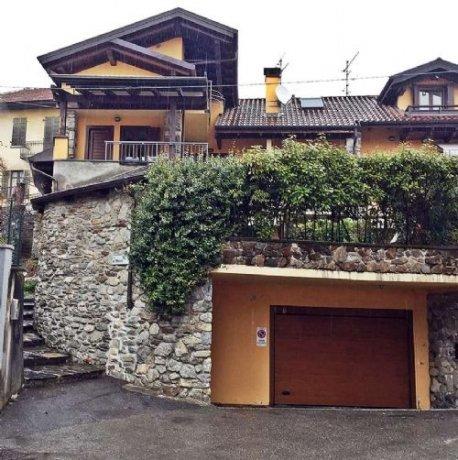Foto 1 di Villa via crebbia, Casale Corte Cerro