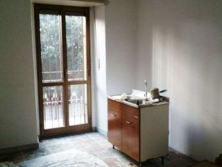 Foto 1 di Bilocale via Stellone, Torino (zona Valentino, Italia 61, Nizza Millefonti)