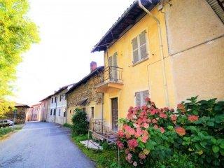Foto 1 di Rustico / Casale via Giovanni Pascoli, Roletto