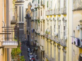 Foto 1 di Appartamento via San Bartolomeo, Napoli (zona Mercato, Pendino, Avvocata, Montecalvario, Porto, S.Giuseppe)