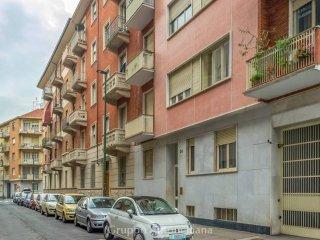 Foto 1 di Bilocale via Polonghera 26, Torino (zona Cenisia, San Paolo)