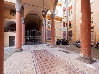 Foto 1 di Appartamento strada Maggiore, Bologna (zona San Vitale - Massarenti)