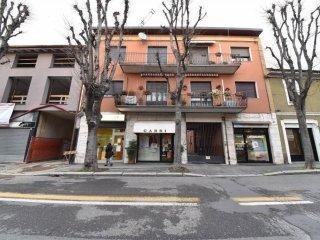 Foto 1 di Bilocale via Giacomo Leopardi, Saronno