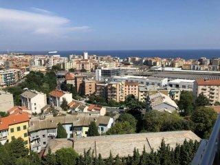 Foto 1 di Quadrilocale via Luciano Romagnoli 22, Savona