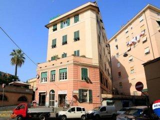 Foto 1 di Quadrilocale via Innocenzo IV, Genova (zona Carignano, Castelletto, Albaro, Foce)