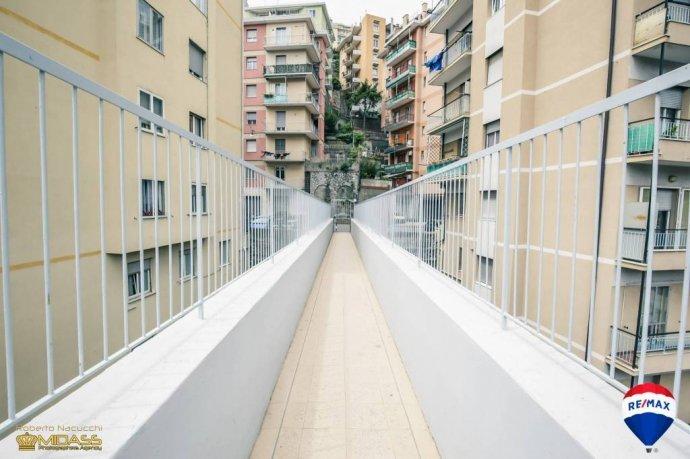 Foto 1 di Trilocale via Bari, Genova (zona Oregina-Granarolo, Di Negro)