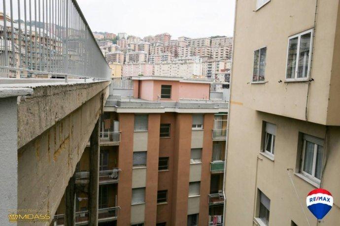 Foto 20 di Trilocale via Bari, Genova (zona Oregina-Granarolo, Di Negro)