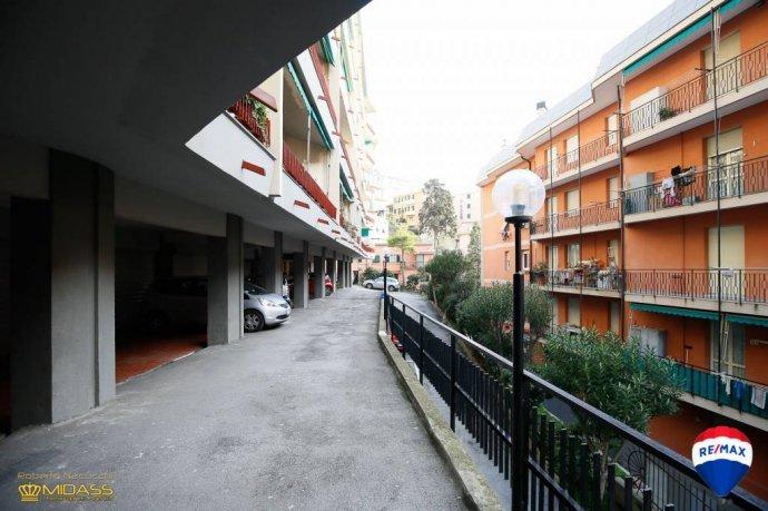 Foto 2 di Quadrilocale via del Commercio, Genova (zona Quinto-Nervi)